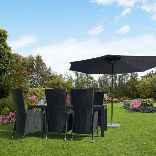 Udtræksbord i nonwood og 6 positionstole i polyrattan