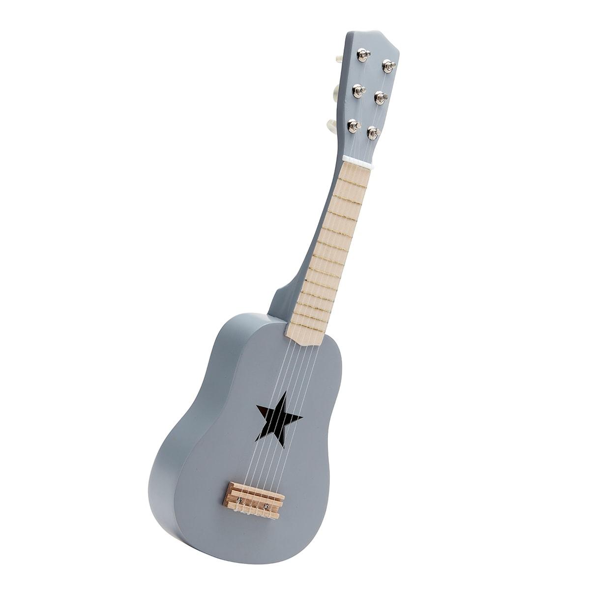 Fin guitar med 6 strenge og sød stjerne i midten
